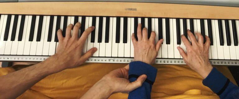 Besser als L-Dopa. Musiktherapie bei Parkinson.